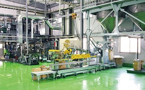 写真:コンパウンド工場
